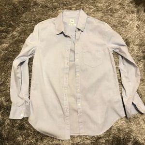 Light blue Gap fitted boyfriend button down shirt